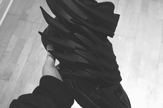 a-first-look-at-the-jeremy-scott-x-adidas-originals-js-wings-dark-knight-1